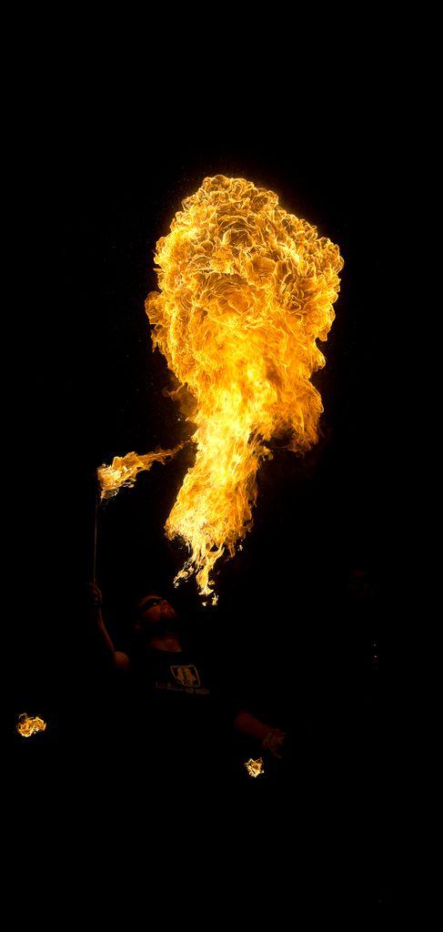 Photos cracheurs de feu - anniversaire 8 ans palais tokyo 21 janvier 2012 - Page 4 2012_Cracheurs_01