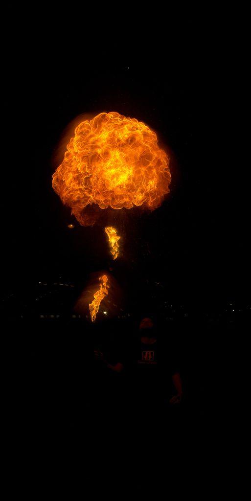 Photos cracheurs de feu - anniversaire 8 ans palais tokyo 21 janvier 2012 - Page 8 2012_Cracheurs_09